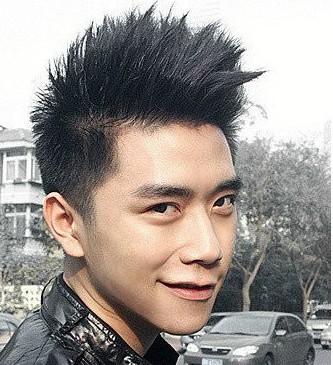 新秋季发型 初秋帅男生流行发型 中的图片